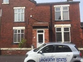1 bedroom in Rooms in Barrfield Road, Salford M6 7EL