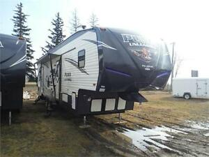 "2017 Puma Unleashed 373QSI 5th Wheel Toy Hauler- 12'6"" Garage"