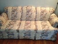 Beautiful vintage couch - excellent condition