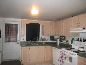 Great West End, 3 Bed,2 Bath, 5 Appliances on Windsor AVAIL SEPT