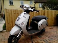 Lambretta Pato 151 scooter, as new, silver with topbox and cover
