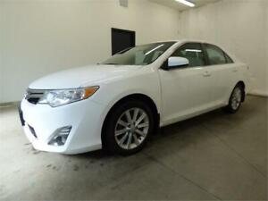 2014 TOYOTA CAMRY XLE (TOIT, CUIR, NAVIGATION, MAGS, FULL!!!)