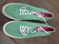 **WOW BRAND NEW LADIES PEPPERMINT VANS 'off the wall ' CANVAS SHOES- size 5- grab a bargain**
