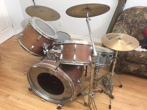 Drum kit à vendre à bas prix.