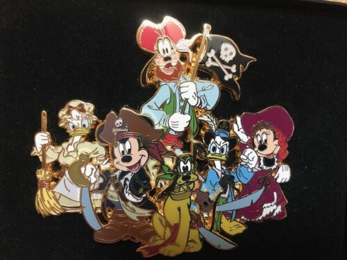 Disney Pirates of the Caribbean Mickey Pluto Goofy Minnie Donald Daisy Jumbo Pin