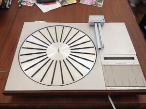 Bang & Olufsen High End 4004 Turntable - NEEDS SOME REPAIR -