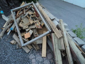 """SCRAP LUMBER GOOD FOR BON FIRES SOME NAILS, 4""""TO 4'"""
