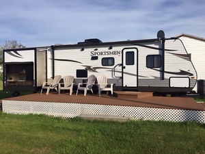 New 33 ft Sportsman travel trailer for rent