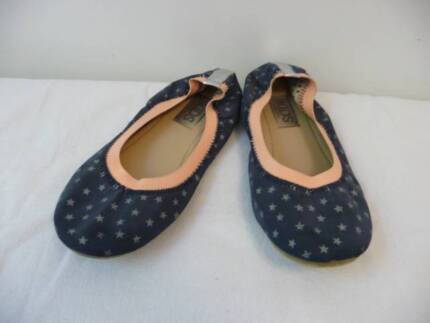 Cotton On Brand Size 2 Girls Navy ballet flats/Shoes