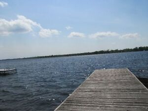 Looking for a Lakefront Cottage to Rent for Long weekend