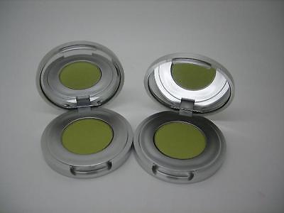 Green Shadow (SUE DEVITT 2 SILKY SHEEN EYE SHADOW PRAGUE CHARTREUSE GREEN)