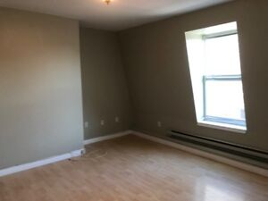 Large 2 bedroom apartment for rent Uptown