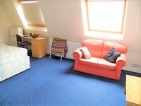 Lovely 3 bedroom top floor flat available!