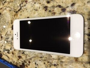 iPhone 5  64 gb white locked bell