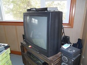 """Excellent working 27"""" tv with remote Kingston Kingston Area image 2"""