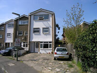 Large modern 4 bedroom Town House available with driveway. Short 5mins walk to Worcester Park Train
