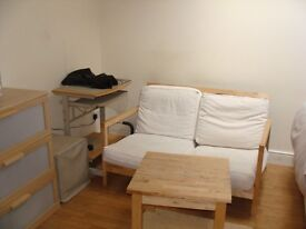 Studio Flat with Separate Kitchen,Located in Hanwell,Easy access toWest Ealing & Ealing Broadway