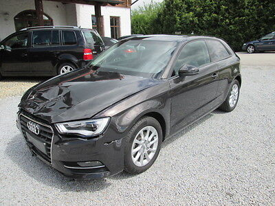 Schadeauto :Audi A3 1.6 TDI Attraction Xenon AHK