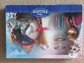 Brand New Disney Frozen Hair Accessories Gift Set