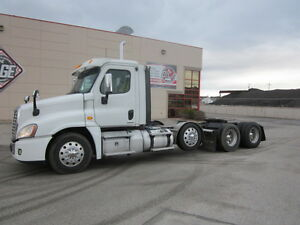2011 Freightliner Cascadia Day Cab w/lift axle
