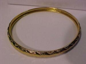 "22k yellow gold Bangle  2 3/4 "" outside diameter  13.6 grams 22k Hallmarked-Free shipping in Canada Canada Post Express"