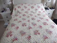 Gorgeous Floral Cotton Patchwork Design Reversible Quilt with pillow shams Double Size
