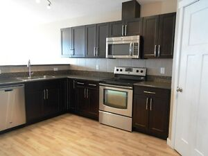 #2581 - 3 Bed Upper Level in Cobblestone! $1300 Avail. NOW