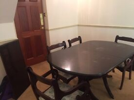 Extendable Mahogany Dinning Table with Six chair