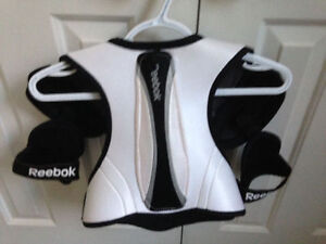 Hockey Shoulder Pads Size Youth Medium London Ontario image 2