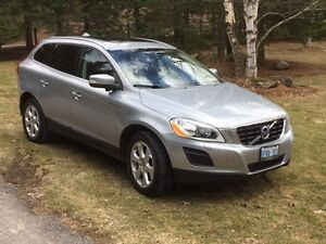2011 Volvo XC60 grey and black SUV, Crossover