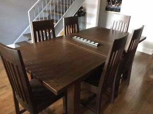 Hardwood Table - 7 Pieces in Excellent Condition