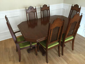 Vintage Dining Room Set, Very Good Condition MUST SELL! West Island Greater Montréal image 1