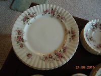 ROYAL ALBERT LAVENDER ROSE 8 PLACE SETTINGS