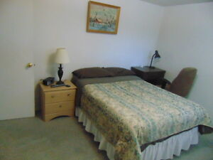 Clean comfy room for short or Long Term - Chambre a Louer