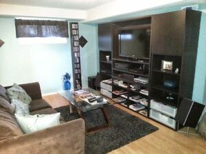 Room for rent W own bathroom and Living room **Modern**