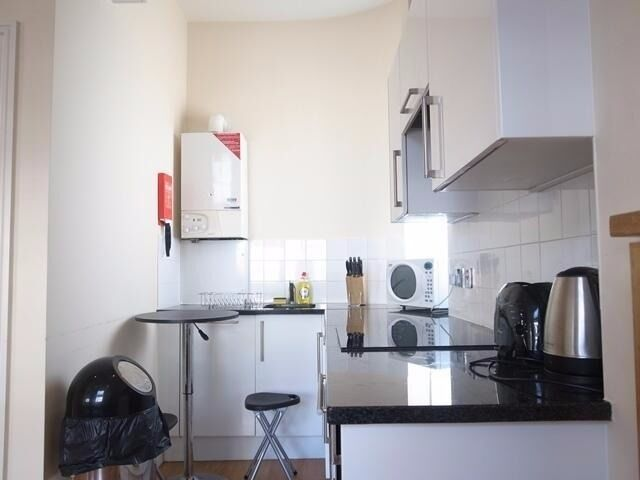 Studio Marble Arch Long Lets £350 per week all bills and WIFI