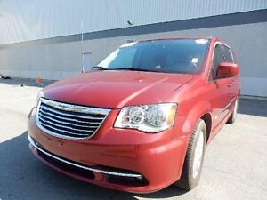 2014 CHRYSLER TOWN & COUNTRY PRICED TO SELL!!!