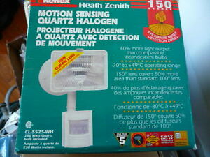 Heath Zenith SL-5525-WH 250-Watt Quartz Motion-Sensing Light, Wh