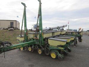 John Deere 7200 Corn Planter