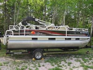 2012 Sun Tracker Fishin' Barge 22DLX
