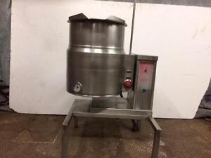 Crown tilting steam kettle - iFoodEquipment.ca