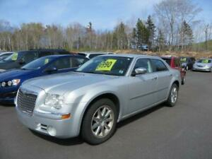 $119 bi wkly oac !2009 Chrysler 300 Limited leather , loaded!!!!