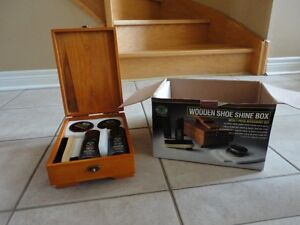 Brand new in box shoe shine kit London Ontario image 1