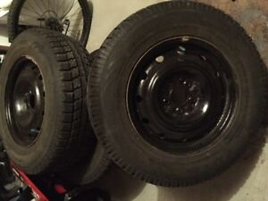 4 Used Winter Tires 225/70/16 on rims ( Almost New )
