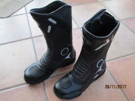 MOTORCYCLE BOOTS (waterproof - new condition)