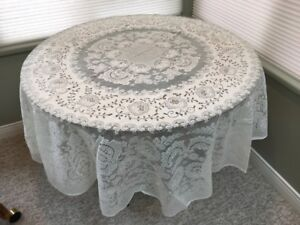 Nottingham Lace Round Tablecloth......New