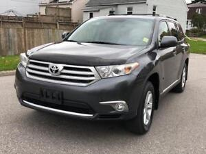 2011 Toyota Highlander/4X4 Drive/Low Mileage/No Accidents
