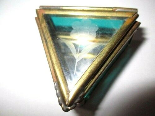 GREEN GLASS WITH ETCHED ROSE RING BOX BRASS TRIANGLE SHAPE VINTAGE 1970
