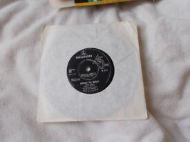 Vinyl 7inch 45 Walk Away / Around The World – Matt Monro Parlophone R 5171 1964