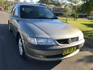 1998 Holden Vectra JS CD Gold 4 Speed Automatic Hatchback